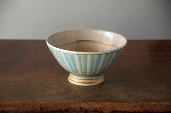 カラフルながらも落ち着いた色味が可愛いカフェオレボウル。さりげない金彩が素敵です。