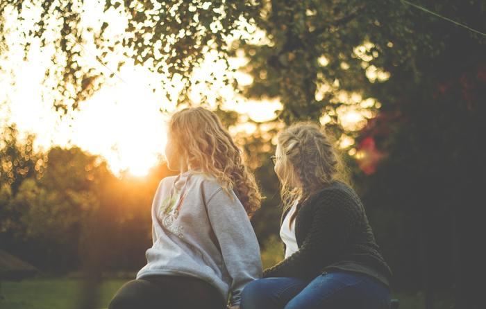 また、久しぶりに会う友達の顔を見るだけで、一緒に勉強したり将来について語り合っていた頃のことが思い出されるかもしれません。