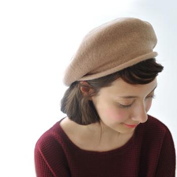 手軽にフェルトを取り入れるなら、帽子がおすすめ。頭をほっこりあたたかく包み込んでくれます。