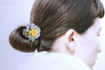 ファッションにプラスするアクセサリーも、フェルト素材を選べばあたたかな印象を与えてくれます。