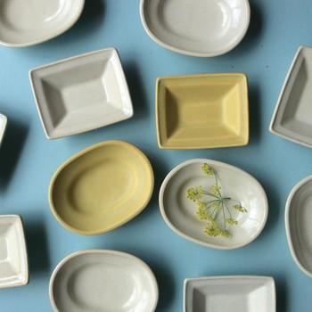 ■楕円中深皿 ■四方深皿 普段使いにちょうどいいサイズのお皿も種類豊富にそろいます。 メインのおかずを入れて完成系で振舞っても食べやすい形です。
