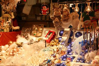 クリスマスマルシェで売られているオーナメント。とても可愛くて、全部欲しい!ちなみにストラスブールは、もみの木にオーナメントを飾る習慣の発祥の地。このマルシェの片隅には、本物のもみの木も売られています。