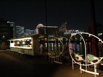 運河に面したテラスは、夜景の穴場スポットです。アートを感じ、アートを語りながら夜景を楽しむ。そんな素敵な時間を過ごすことができますよ。