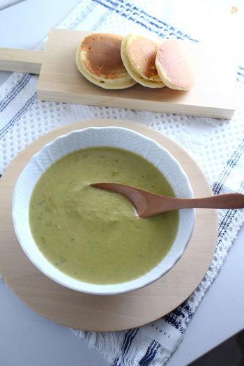 海のミルクとも呼ばれる牡蠣を使ったこっくり濃厚なポタージュスープです。牡蠣は、バターで焼いておくことで臭みが減って旨味が凝縮します。