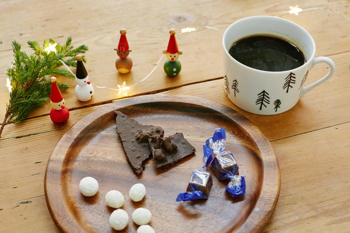 詰め合わせでプレゼントすると、相手に色々なフレーバーや食感を楽しんでもらえるのでおすすめですよ。ブルーベリーチョコレートのムーミンの瓶は、食べた後は小物入れとしても使えます。