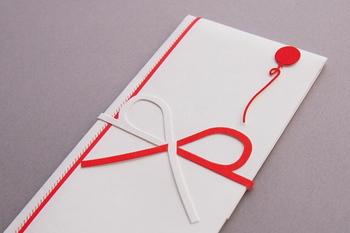 こちらは日常生活でもよく使う「蝶結び」。「花結び」「もろわな結び」とも言い、最初に日本に中国から伝わった際の形が、この結び方だったのだそうです。