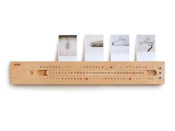 「月」と「日」と「曜日」を合わせるタイプの万年カレンダーは、永遠に使い続けることができるカレンダー。これから一緒に過ごす時間を、天然木の経年変化とともに楽しみたいですね♪(¥30,240 (税込))