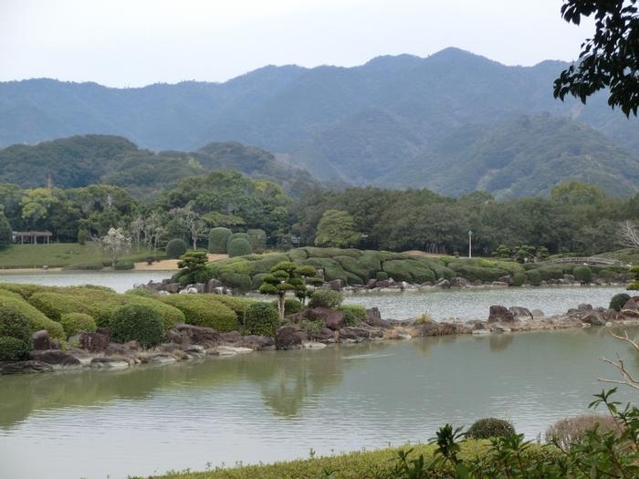 総面積153,322平方メートルの敷地を誇る南楽園は、四国地方最大規模の日本庭園で、「日本の都市公園100選」にも選定されています。
