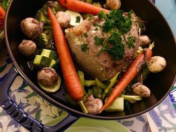 残り物のお野菜を使い切りたい!そんな時にもポットローストはおすすめなんです。ローストビーフ用のお肉を使う時には、加熱時間は短くし、余熱を長くするのが◎