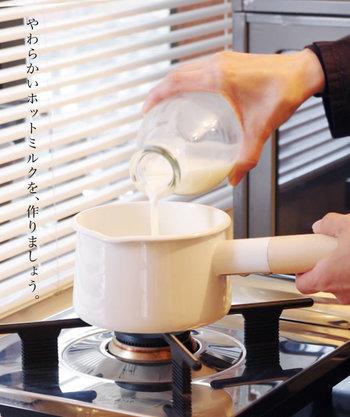 サイズは2種類展開されていて、1.45リットルはフタ付き。お味噌汁やスープをたくさんつくって、ふたを閉めておけば温かさが長持ちしますね。持ち手が熱くなりにくいデザインもうれしい♪