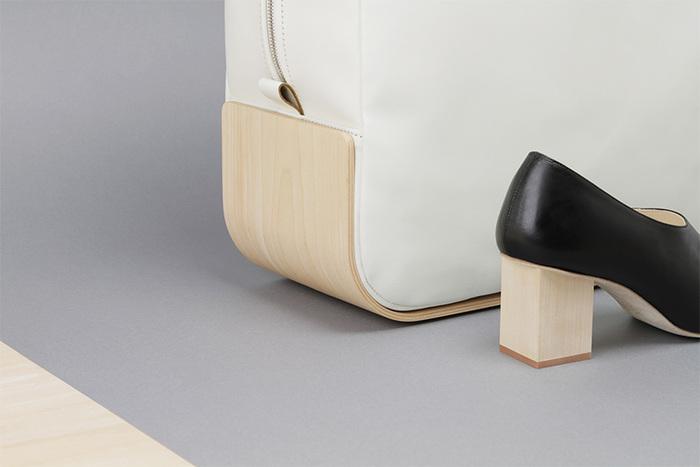 デザイナー・大津亜由美氏が手掛ける「_Fot(フォート)」は、日本生産による木をモチーフとしたブランド。シューズだけでなく、バッグやアクセサリーも展開しています。
