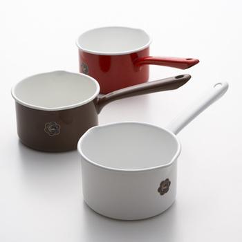ほうろう製のミルクパンは保湿性が高いので、お料理やスープが冷めにくいのが特徴です。見た目もシンプル&可愛いので、そのままスープなどの器として、テーブルで利用するのもおすすめです◎
