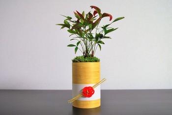 こちらは南天を使った門松。 普段使うようなグリーンと同じ感覚で飾れますね。
