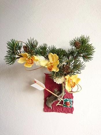 壁に飾るタイプの松飾り。 ちょこんと付けられた獅子舞がかわいらしいですね。