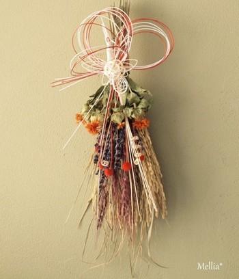 古代稲や紅花など和の草花を取り入れたスワッグ。 水引を外せばお正月を過ぎてからも飾れますよ!