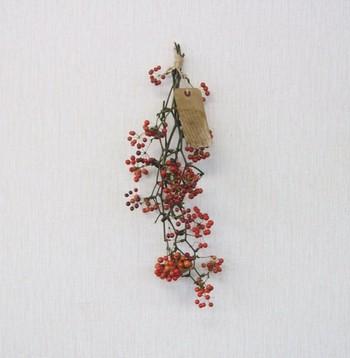 サンキライだけで作ったスワッグ。 お正月だけでなく、クリスマスにもおすすめ。