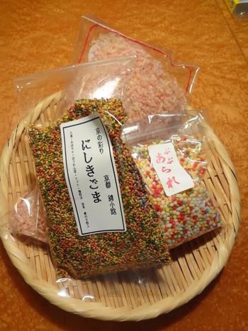 【「島本海苔店」は、古くから商う海産乾物店。削りたてのかつお節、お茶漬け用の『ぶぶあられ』もお勧め。】