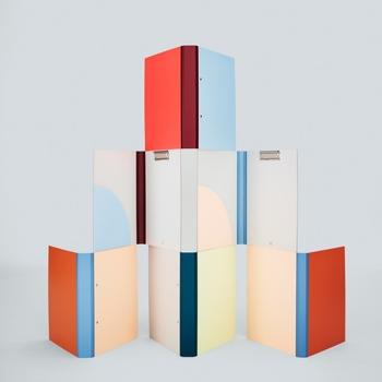 HAYのシリーズにはノートもあります。カラフルなノートや六角形のノートなど、デザインもいろいろ。机の上に置いておくだけでも、インテリアとして活躍してくれるでしょう♪