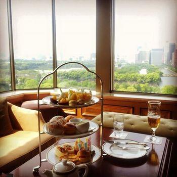 帝国ホテル内のレストランでは、緑が広がる皇居や摩天楼を眺めながら食事を楽しむことができます。自然と都会が融合した景色は必見です。そんな景色と共に、朝食からディナーまで、最高級の食事を帝国ホテルで堪能してみてはいかがでしょうか?