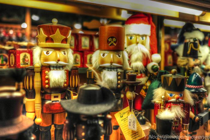 本場ドイツではクリスマスのオーナメントとして定番の「くるみ割り人形」。バレエで有名な「くるみ割り人形」は、クリスマスのお話ですし、ヨーロッパではクリスマスの音楽として年末に演奏されています。