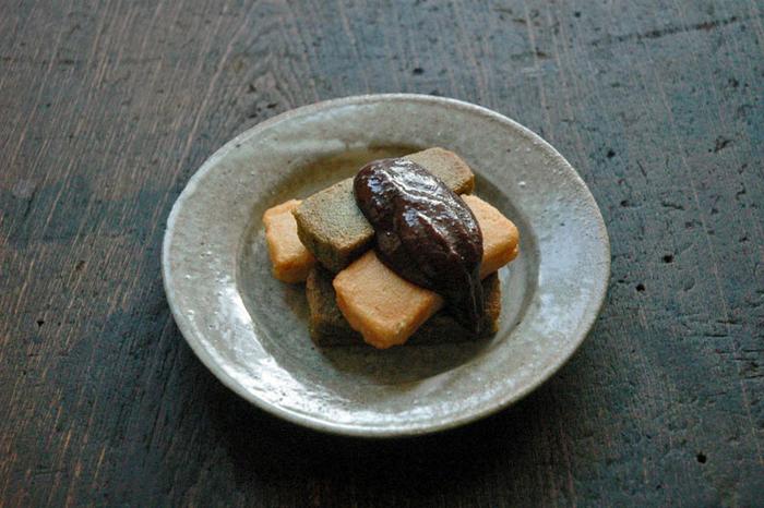 【京都の伝統食材「生麩」は、冷凍可能な食品です。冷凍庫に保存しておけば、いつでも京都の味を再現できます。画像は、生麩料理の定番『生麩田楽』。】