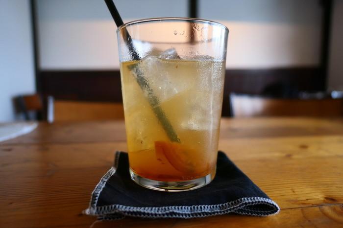 ドリンクだけのカフェ利用も◎ 生姜のコンポート入りの「自家製ジンジャエール」など、ひと味ちがうドリンクが味わえます。