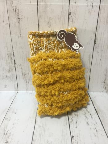 編み物が得意な方なら、湯たんぽカバーを手編みで作るのもいいですね。手ざわりがよく、保温性のあるふかふか毛糸でオリジナリティのあるものを。ペットの猫ちゃんなどにもおすすめです。