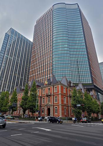 東京駅の高層ビルと、古き良き時代ある建造物。街にそのまま残っていた蔵を再生したカフェ。倉庫をリノベして再生させたカフェなど、元の使用方法は違っても、その建築物を再生させながら保存する、本当のリサイクルの姿がそこにあります。その時代を考えながら、お茶を頂くのもなかなか情緒あふれて素敵ですよね。今度のお休みに是非訪れてみてはいかがでしょうか?