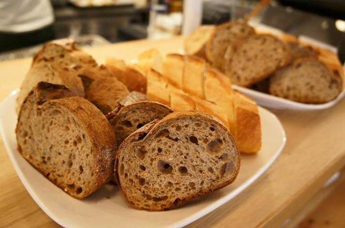 こちらで提供されるパンは、姉妹店のパン工房「Keitto Leipa(ケイットレイパ)」のもの。人気ブーランジェリーのパンがお店で頂けるのもうれしい。