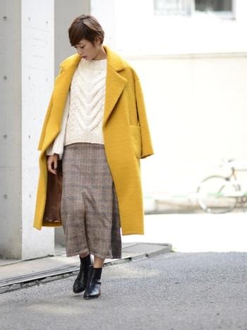 アウターは、ファッションの中でも大きな面積を占めるので、似合う色を選ぶことがとても重要。イエローベースさんには顔色がぱっと明るく見えるマスタード系の黄色はとくにおすすめです。