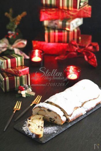 クリスマスには欠かせない、ドイツの伝統菓子・シュトーレン。比較的日持ちするので、クリスマス前に作り置きしておくことが。ドライフルーツをラム酒にじっくりと漬け込むことで、より深みのある香りが引き立ちます。