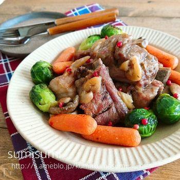クリスマスといえば、スペアリブなど骨付きの肉料理が食べたくなるもの。スペアリブを煮込む味つけは、白だしで。和風の味つけなスペアリブも新鮮でおいしいですよ。