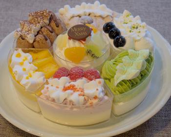 ブルーベリー、マロン、ショコラ、マンゴーなど7種類のケーキがひとつに。好みがバラバラな人が集まるときも、これならどんなケーキを買うか悩まずにすみそうです。逆にどれを食べるか迷ってしまうかも!