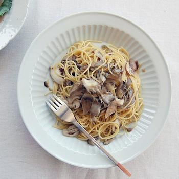 大皿にパスタを盛れば、レストランの一品ような存在感が。大皿ならではの迫力が楽しめます。