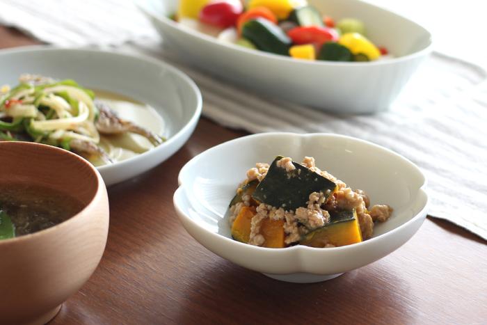 小皿と言ってイメージするのが5寸前後のお皿。食事の際に副菜を入れたりするのに重宝します。