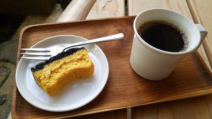 濃厚な味わいのかぼちゃケーキや、満月の日にだけつくるおはぎなど、随時メニューは変わりますので訪れた時にコーヒーに合うスイーツを愉しんでみるのもいいですね。