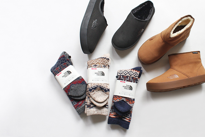 ユニセックスな雰囲気が魅力の「THE NORTH FACE(ザ ノース フェイス)」の靴下。見た目にもあたたかなジャガード柄は、カジュアルコーデのアクセントに重宝しそう。パイル加工を施して弾力のある厚みを持たせた靴下は、保温性と衝撃吸収性に優れていてデイリー使いにぴったりです。