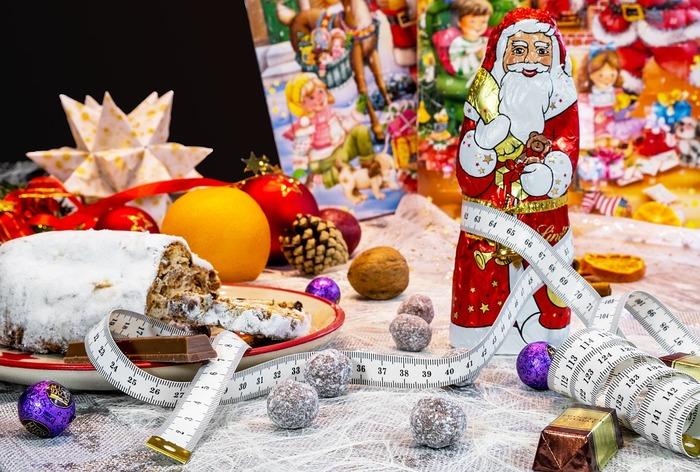 キャンディーやチョコなどみんなに配りたいちょっとしたプレゼントも、可愛くラッピングすればそれだけで華やかなになります。意外に簡単にできちゃう小物ラッピングの方法をご紹介します。