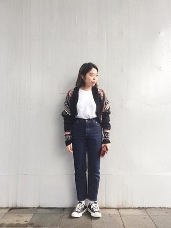 ショート丈のカーディガンは、身長の小さめな方のスタイルアップにもピッタリなアイテム。柄が全面に入っているので、薄手のニットやロングTシャツなどの上にさっと羽織るだけで雰囲気が一変します。