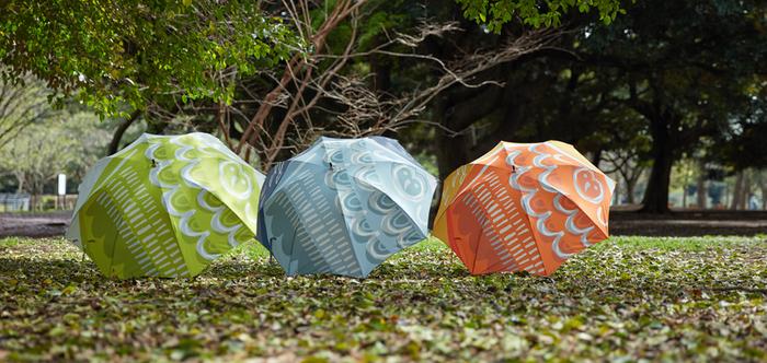 鈴木マサルさんが手掛けるテキスタイルブランド「OTTAIPNU(オッタイピイヌ)」。こんな鮮やかでユーモラスな傘があると、雨の日が待ち遠しくなってしまいそう…♪