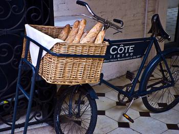 いかがでしたでしょうか。ヨーロッパでは昔から主⾷として⾷べ続けられてきた、世界的に愛されるフランスパン。シンプルな材料だからこそ、素朴ならではの美味しさを楽しんで、魅力をもっと発見していただたらと思います。