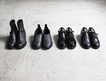 1日履いた革靴は毎日続けて履かずに、できればローテーションして何日か休ませるのがベスト。革靴は水分が大敵なので、汗にも弱いのです。また、汗は臭いの原因にもなるので、毎日履くのは避けたいですね。