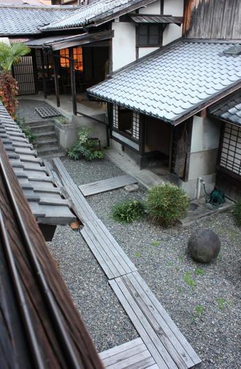 「河井寬次郎記念館」は、自らの設計により建築した自宅です。