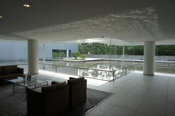 谷口吉生設計のシャープで美しい「東山魁夷館」は、空間だけdも見る価値はありますね。早く再開して欲しいです。