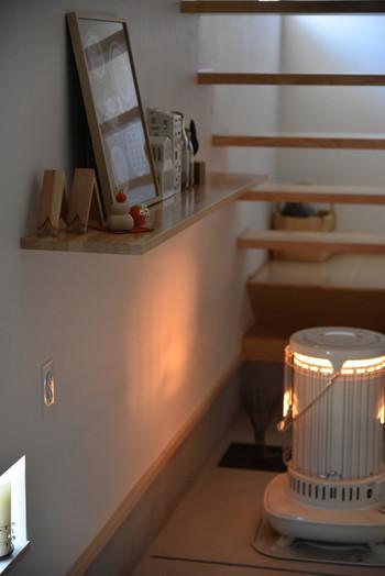 冬の必需品、暖房器具も用意。ストーブの柔らかな炎が心地良い温もりで満たしてくれそうですね。