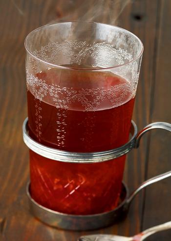 紅茶にたっぷりのレモン汁といちごジャムを入れて。酸っぱさと甘さがいいバランスで調和しています。寒い日の幸せの1杯になりそう。
