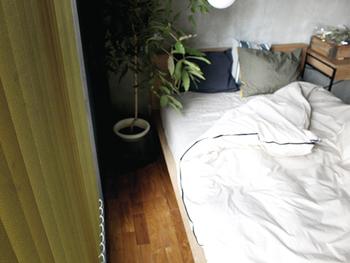 布団の中がムレにくい事も重要なポイントです。 人は寝ている間に汗をかきますが、その汗がうまく蒸発されないと、布団の中がムレてしまい寝苦しくなります。通気性に優れた掛布団を選ぶことが大事ですね。
