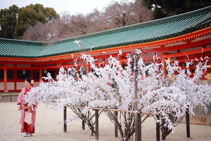 昔ながらの日本の季節行事に添った、すがすがしく新年を迎えるための過ごし方をご紹介しました。ひとつひとつの行事を意識しながら動くことで「全部いっぺんにしなければならない」プレッシャーが軽くなりそうです。自分のペースが乱されがちなときには、ちょっと深呼吸して思い出してみてくださいね。
