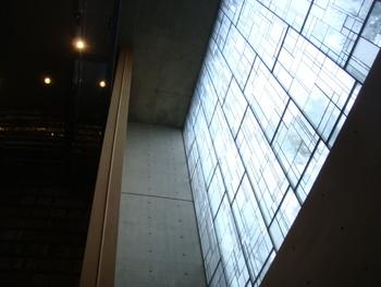 コンクリート打ちっぱなしの天井に、坂本龍馬にそっくりなシミがあるそうですが…。