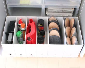 玄関まわりの納戸や収納もきっちりと整理しましょう。ファイルボックスを並べて、スプレー類やお客様のスリッパなどを整然と収納。使うときにも出しやすいですね。